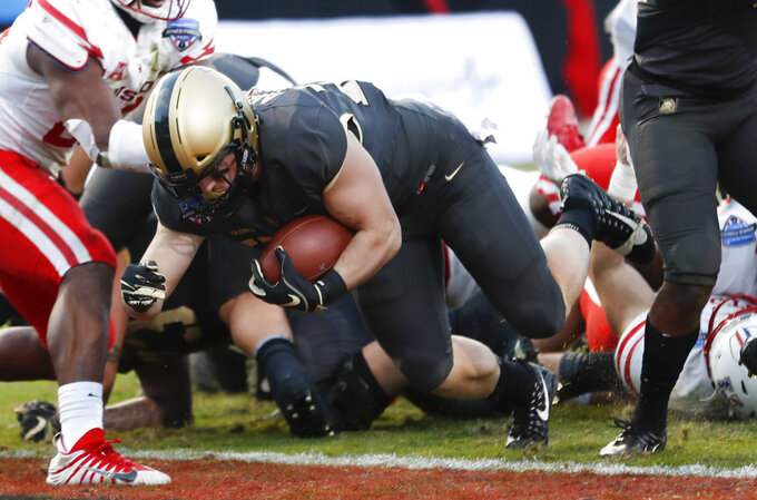 Army running back Connor Slomka (25) rushes for a touchdown against Houston during the second half of Armed Forces Bowl NCAA college football game Saturday, Dec. 22, 2018, in Fort Worth, Texas. Army won 70-14. (AP Photo/Jim Cowsert)