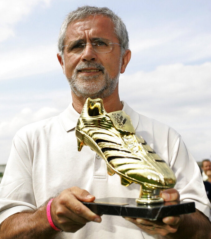 """FILE - In this  Thursday, June 29, 2006 file photo former German soccer player Gerd Mueller presents the Golden Boot Trophy to the media at the """"adidas World of Football"""" in Berlin. Bayern Munich and former West Germany forward Gerd Müller has died at age 75. Mueller joined the Bavarian club in 1964 and won four league titles and four German Cup titles. Mueller helped West Germany win the European Championship in 1972, then the World Cup two years later. (AP Photo/Franka Bruns, file)"""