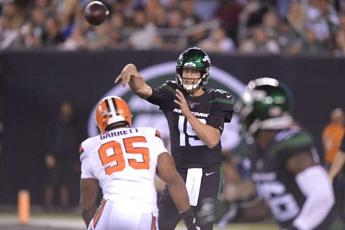 New York Jets quarterback Trevor Siemian (19) throws a pass to Jets' Le'Veon Bell (26) during the first half of an NFL football game against the Cleveland Browns, Monday, Sept. 16, 2019, in East Rutherford, N.J. (AP Photo/Bill Kostroun)