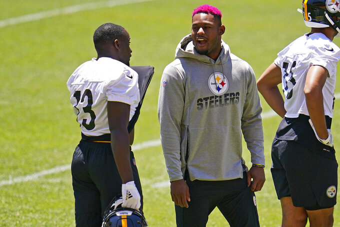 Pittsburgh Steelers wide receivers JuJu Smith-Schuster, center, and James Washington, left, talk during the team's NFL mini-camp football practice in Pittsburgh, Wednesday, June 16, 2021. (AP Photo/Gene J. Puskar)
