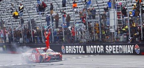 NASCAR Bristol Auto Racing