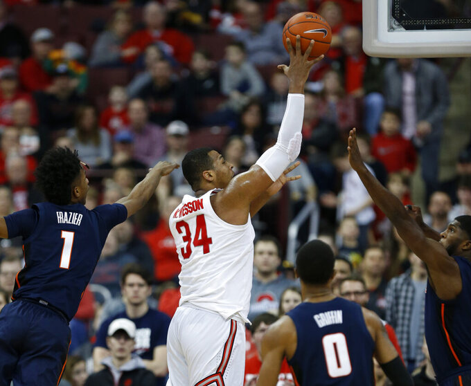 Ohio State forward Kaleb Wesson (34) releases a shot between llinois guard Trent Frazier (1), guard Alan Griffin (0) and forward Kipper Nichols during the first half of an NCAA college basketball game in Columbus, Ohio, Thursday, Feb. 14, 2019. (AP Photo/Paul Vernon)