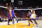 Tennessee guard Admiral Schofield (5) shoots as he's defended by Florida forward Dontay Bassett (21) during the first half of an NCAA college basketball game, Saturday, Feb. 9, 2019, in Knoxville, Tenn. (AP photo/Wade Payne)