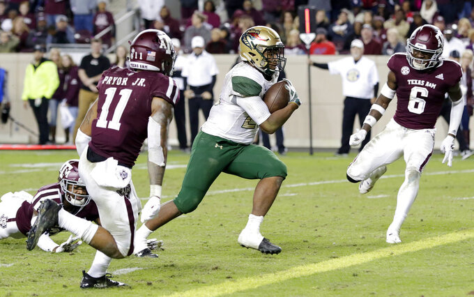 UAB running back Spencer Brown, center, heads to the end zone, between Texas A&M defensive back Larry Pryor (11) and defensive back Donovan Wilson (6) during the second half of an NCAA college football game Saturday, Nov. 17, 2018, in College Station, Texas. (AP Photo/Michael Wyke)