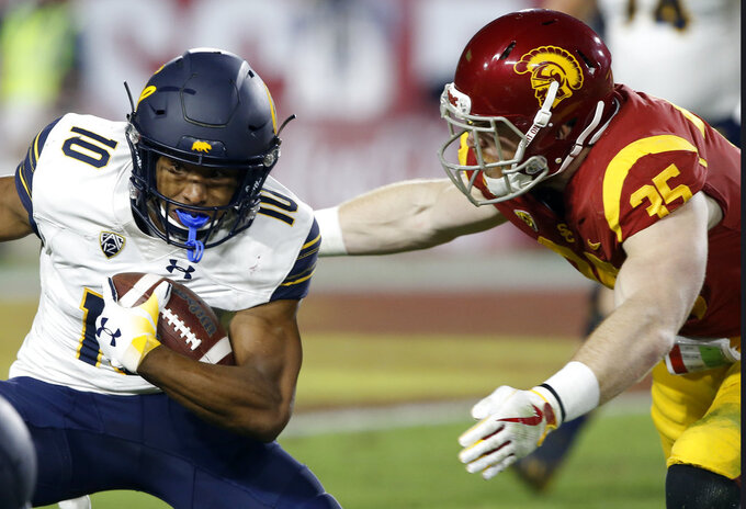 California wide receiver Jeremiah Hawkins, left, gets caught by Southern California linebacker Cameron Smith after catching a short pass during the first half of an NCAA college football game in Los Angeles, Saturday, Nov. 10, 2018. (AP Photo/Alex Gallardo)