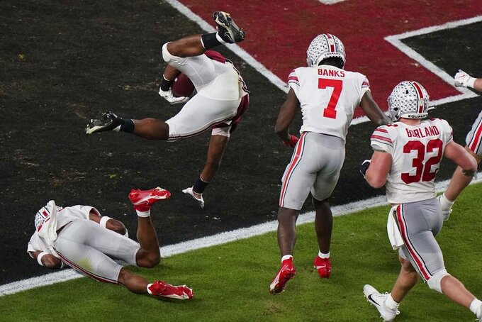 Alabama running back Najee Harris scores a touchdown against Ohio State during the first half of an NCAA College Football Playoff national championship game, Monday, Jan. 11, 2021, in Miami Gardens, Fla. (AP Photo/Wilfredo Lee)