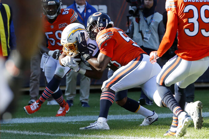 Los Angeles Chargers running back Austin Ekeler (30) scores on an 11-yard touchdown pass from Philip Rivers ahead of Chicago Bears inside linebacker Roquan Smith (58) during the second half of an NFL football game, Sunday, Oct. 27, 2019, in Chicago. The touchdown pass was Rivers' 400th of his career. (AP Photo/Charles Rex Arbogast)