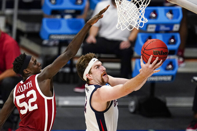 Gonzaga forward Drew Timme (2) shoots in front of Oklahoma forward Kur Kuath (52) in the first half of a second-round game in the NCAA men's college basketball tournament at Hinkle Fieldhouse in Indianapolis, Monday, March 22, 2021. (AP Photo/Michael Conroy)