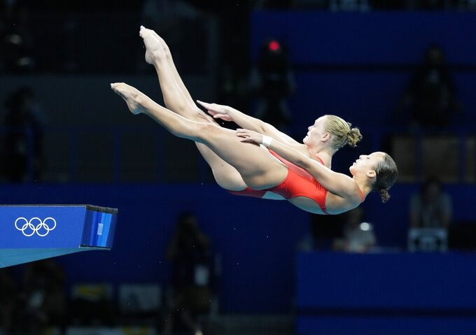 Jessica Parratto and Delaney Schnell of the United States' compete during the women's synchronized 10m platform diving final at the Tokyo Aquatics Centre at the 2020 Summer Olympics, Tuesday, July 27, 2021, in Tokyo, Japan. (AP Photo/Dmitri Lovetsky)