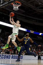 Oregon guard Payton Pritchard drives to the basket past UC Irvine guard Max Hazzard during the first half of a second-round game in the NCAA men's college basketball tournament Sunday, March 24, 2019, in San Jose, Calif. (AP Photo/Jeff Chiu)