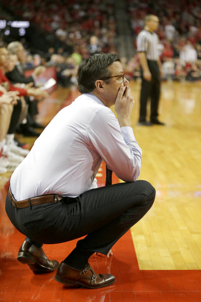 Huskers' coach Tim Miles apologizes for millionaire remark
