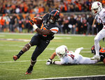 Oregon State running back Jemar Jefferson, center, breaks through the Washington State defense for a touchdown during the first half of an NCAA college football in Corvallis, Ore., Saturday, Oct. 6, 2018. (AP Photo/Timothy J. Gonzalez)
