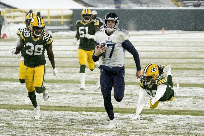 Tennessee Titans' Ryan Tannehill runs for touchdown during the second half of an NFL football game against the Green Bay Packers Sunday, Dec. 27, 2020, in Green Bay, Wis. (AP Photo/Morry Gash)