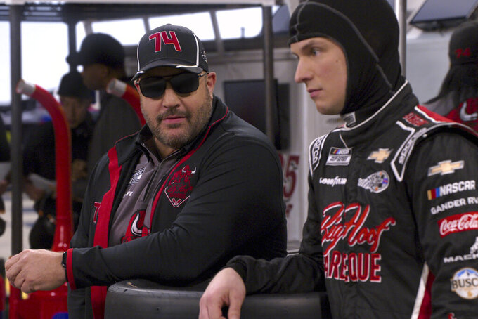 """This image released by Netflix shows Kevin James, left, and Freddie Stroma in a scene from the comedy series """"The Crew.""""  (Netflix via AP)"""
