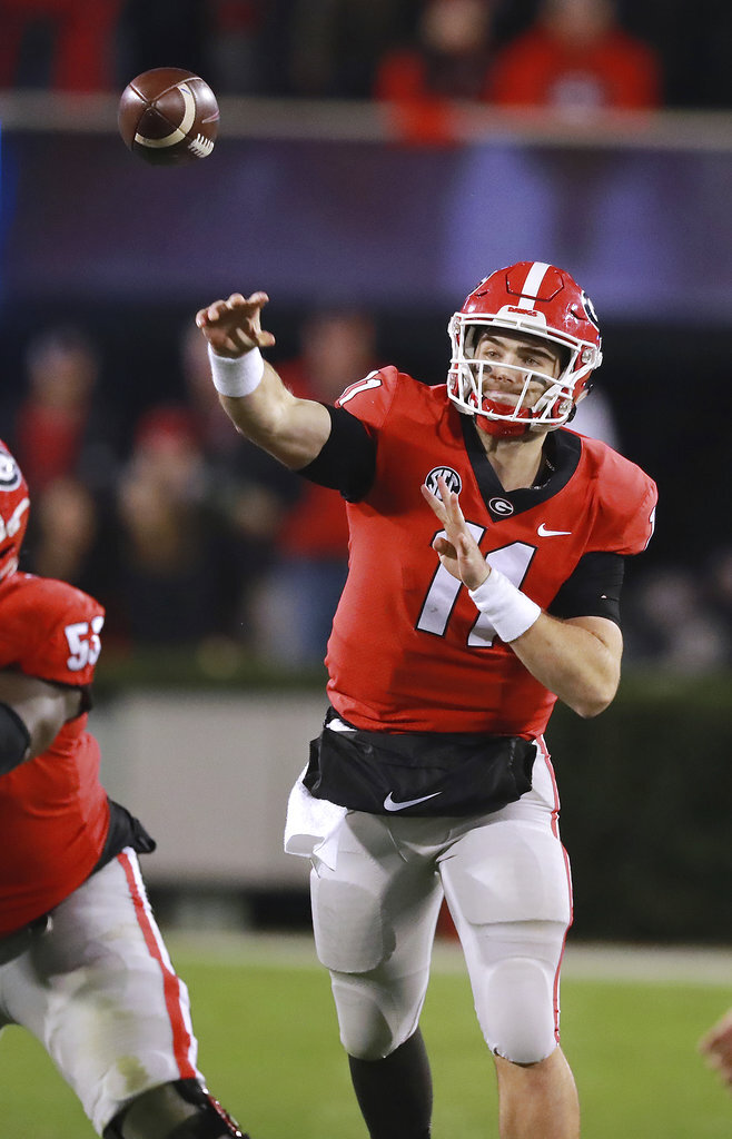 Georgia quarterback Jake Fromm throws a 37-yard touchdown pass to wide receiver Terry Godwin during the second quarter of an NCAA college football game against Auburn,Saturday, Nov. 10, 2018, in Athens, Ga. (Curtis Compton/Atlanta Journal-Constitution via AP)