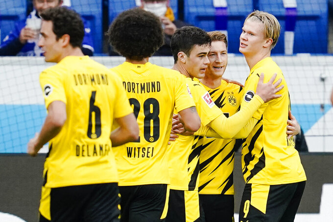 Dortmund's Marco Reus, second right, who scored the first goal celebrates with his teammates during the German soccer Bundesliga match between TSG Hoffenheim and Borussia Dortmund in Sinsheim, Germany, Saturday, Oct. 17, 2020. (Uwe Anspach/dpa via AP)