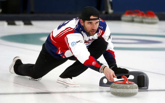 Ex-NFL Pro Bowl players try curling with 2022 Olympic goal