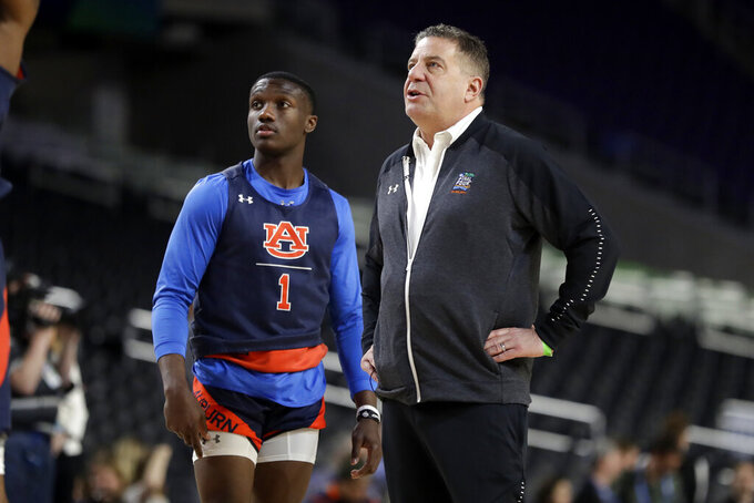 Auburn head coach Bruce Pearl directs his team as Jared Harper (1) watches during a practice session for the semifinals of the Final Four NCAA college basketball tournament, Friday, April 5, 2019, in Minneapolis. (AP Photo/Jeff Roberson)