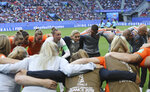 Netherlands goalkeeper Sari Van Veenendaal, center left, is joined by coach Sarina Wiegman as she gives a team talk before the Women's World Cup round of 16 soccer match between the Netherlands and Japan at the Roazhon Park, in Rennes, France, Tuesday, June 25, 2019. (AP Photo/David Vincent)
