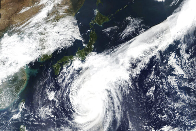 Typhoon advancing toward Tokyo area on holiday weekend