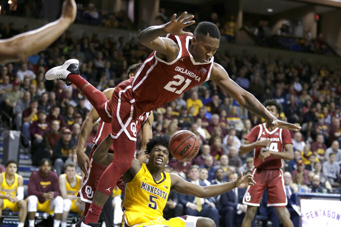 Oklahoma overcomes slow start, beats Minnesota 71-62