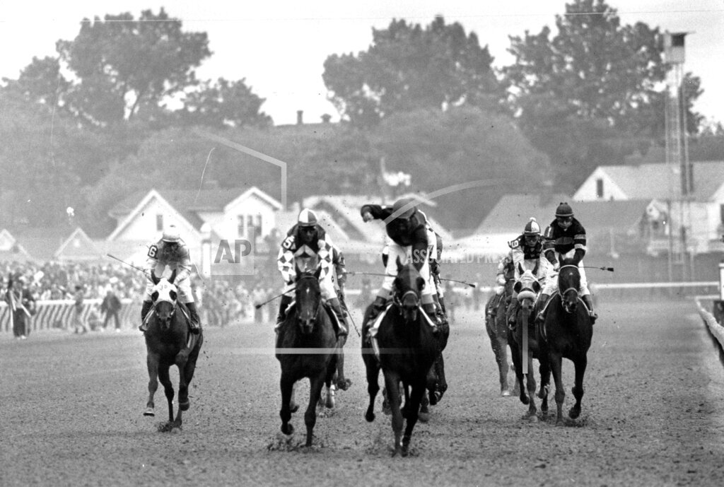 Associated Press Sports Kentucky United States Racing (animals) KENTUCKY DERBY 1976