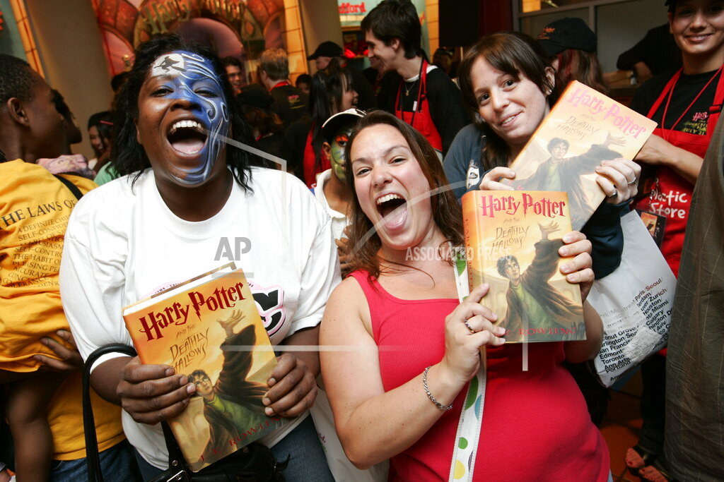NYEOTK AP A ENT NY USA NYOTK Harry Potter Book Release Party