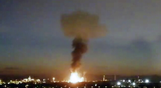 """In this image made from video provided by Laura_presicce, a fire is seen in Tarragona, Spain, Tuesday, Jan. 14, 2020. A massive explosion took place at an industrial zone for chemicals in northeastern Spain on Tuesday, and the regional emergency services agency warned people nearby not to go outside.  A tweet by emergency services for the Catalonia region called the blast in the port city of Tarragona a """"chemical accident"""" and said no information on possible deaths or injuries was available. (Laura_presicce via AP)"""