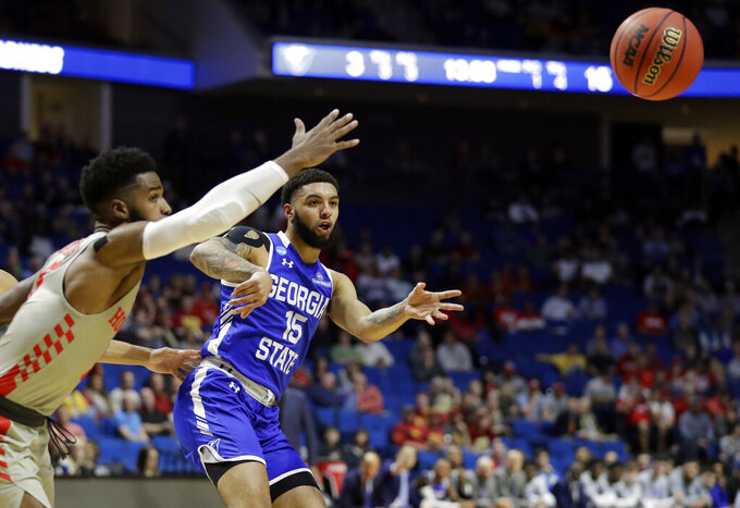 Georgia State's D'Marcus Simonds (15) passes around Houston's Corey Davis Jr., left, during the first half of a first round men's college basketball game in the NCAA Tournament Friday, March 22, 2019, in Tulsa, Okla. (AP Photo/Jeff Roberson)