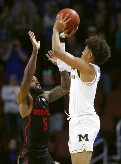 NCAA-Michigan-Poole Shot Basketball