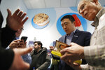 Democratic presidential candidate entrepreneur Andrew Yang signs books during a campaign event at the Wells Visitor Center & Ice Cream Parlor, Monday, Jan. 27, 2020, in Le Mars, Iowa. (AP Photo/John Locher)