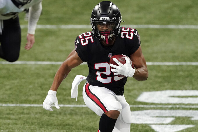 Atlanta Falcons running back Ito Smith (25) runs against the New Orleans Saints during the first half of an NFL football game, Sunday, Dec. 6, 2020, in Atlanta. (AP Photo/John Bazemore)