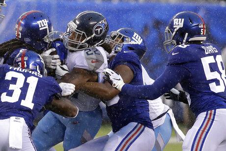 Titans Giants Football