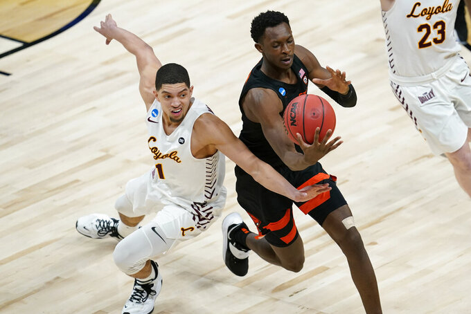Oregon State forward Warith Alatishe grabs a loose ball over Loyola Chicago guard Lucas Williamson, left, during the first half of a Sweet 16 game in the NCAA men's college basketball tournament at Bankers Life Fieldhouse, Saturday, March 27, 2021, in Indianapolis. (AP Photo/Darron Cummings)