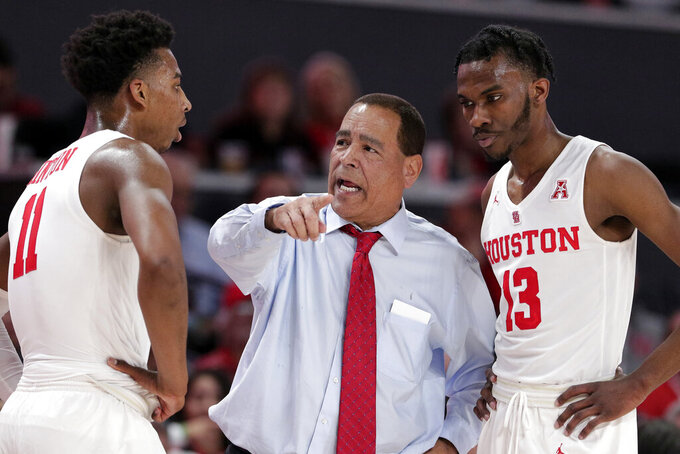 Houston coach Kelvin Sampson talks with guarda Nate Hinton (11) and Dejon Jarreau (13) during the second half of the team's NCAA college basketball game against East Carolina on Wednesday, Jan. 23, 2019, in Houston. (AP Photo/Michael Wyke)