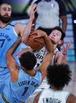 Memphis Grizzlies' Kyle Anderson (1) and San Antonio Spurs' Drew Eubanks (14) battle for the ball during the second half of an NBA basketball game Sunday, Aug. 2, 2020, in Lake Buena Vista, Fla. (AP Photo/Ashley Landis, Pool)