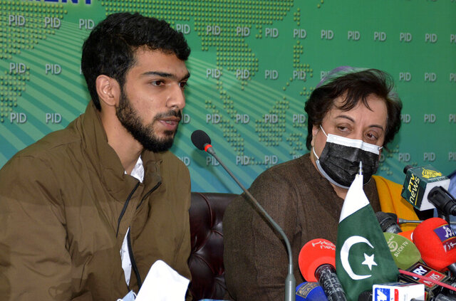 Ahmad bin Qasim, left, the son of Aasiyah Andrabi, a prominent separatist leader from disputed Kashmir, and Pakistan's Minister for Human Rights Shireen Mazari, give a press conference in Islamabad, Pakistan, Monday, Jan. 4, 2021. The family of Andrabi, who is being held in an Indian jail for alleged anti-state activities, appealed Monday to the United Nations for help in securing her release. (AP Photo/Waseem Khan)