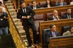 Leader of far right party Vox Santiago Abascal, stands up behind Spain's caretaker Prime Minister Pedro Sánchez, bottom, at the Spanish parliament in Madrid, Spain, Tuesday, May 21, 2019.  (AP Photo/Bernat Armangue, Pool)