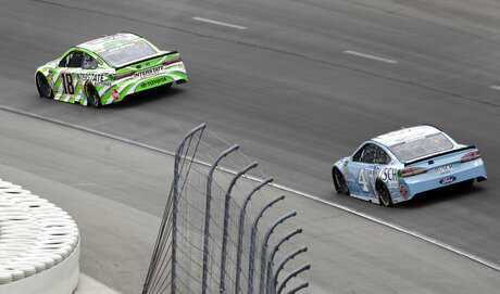Kyle Busch, Kevin Harvick,