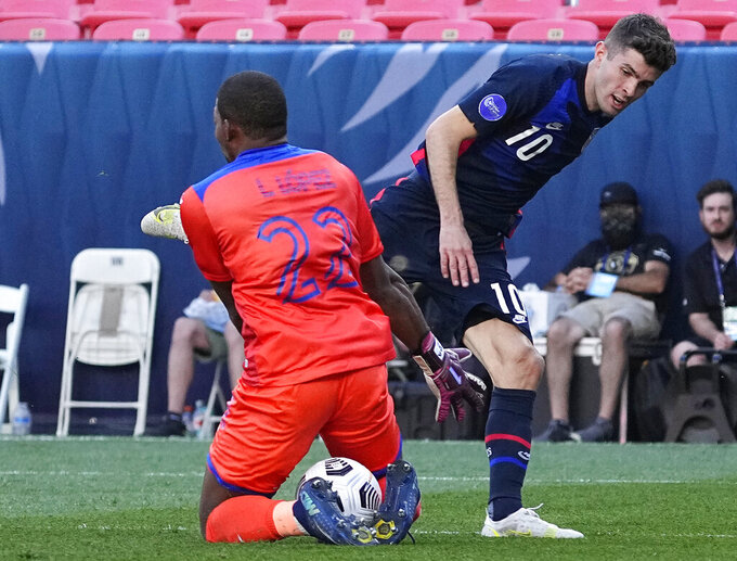 United States' Christian Pulisic (10) takes a shot on goal against Honduras goal keeper Luis López (22) during the first half of a CONCACAF Nations League soccer semifinal Thursday, June 3, 2021, in Denver. (AP Photo/Jack Dempsey)