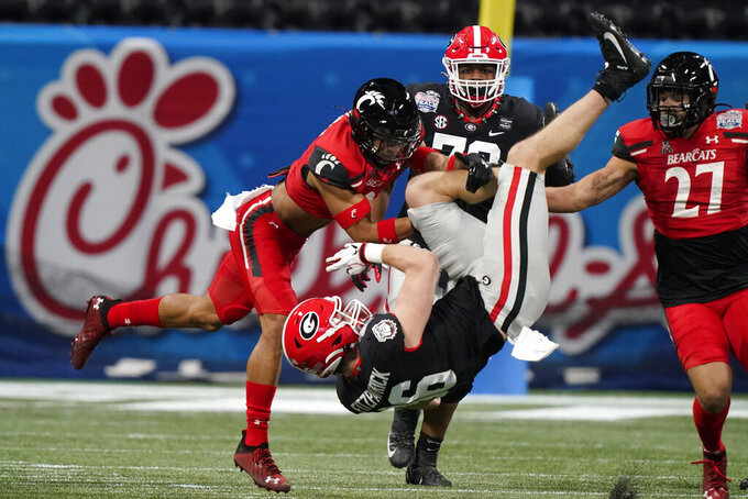 Georgia tight end John FitzPatrick (86) runs against Cincinnati during the first half of the Peach Bowl NCAA college football game, Friday, Jan. 1, 2021, in Atlanta. (AP Photo/Brynn Anderson)