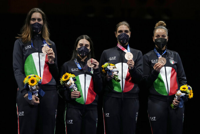 Despite ankle injury, Russians win team foil at Olympics