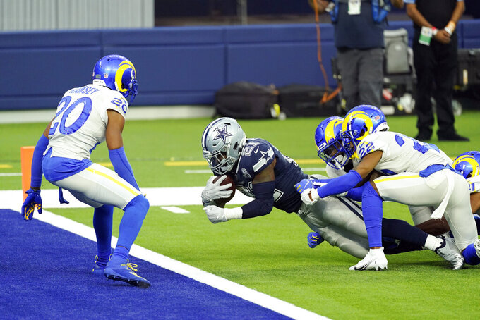 Dallas Cowboys running back Ezekiel Elliott center, scores a touchdown against the Los Angeles Rams during the first half of an NFL football game Sunday, Sept. 13, 2020, in Inglewood, Calif. (AP Photo/Ashley Landis )