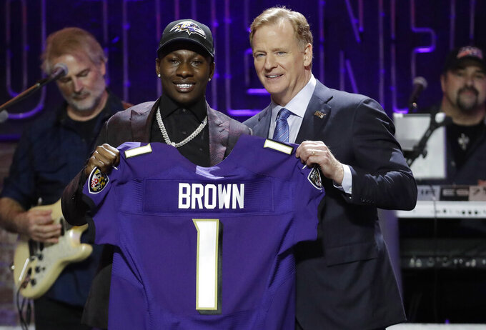 Ravens make 1st-round swap, select Oklahoma receiver Brown
