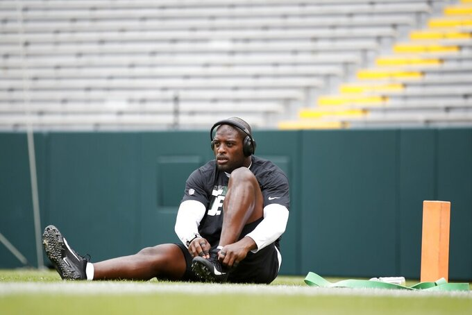 New York Jets' Jarrad Davis warms up before a preseason NFL football game against the Green Bay Packers Saturday, Aug. 21, 2021, in Green Bay, Wis. (AP Photo/Matt Ludtke)