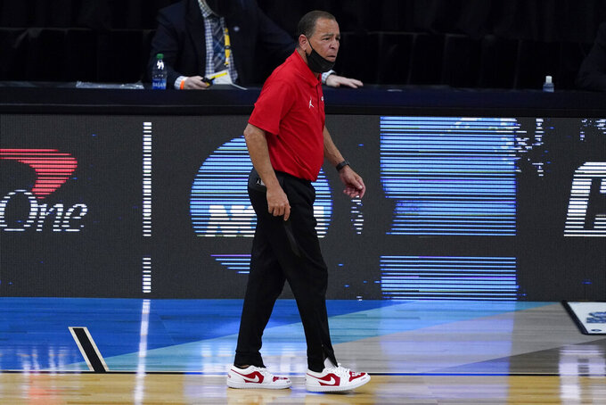 Houston head coach Kelvin Sampson watches against Oregon State during the first half of an Elite 8 game in the NCAA men's college basketball tournament at Lucas Oil Stadium, Monday, March 29, 2021, in Indianapolis. (AP Photo/Darron Cummings)