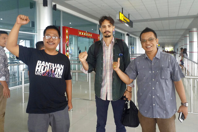 In this Friday, Jan. 31, 2020, photo, American journalist Philip Myrer Jacobson, center, poses with his Indonesian lawyers at Cilik Riwut Airport in Palangkaraya, Indonesia. Indonesian authorities deported Jacobson who was detained for more than six weeks after meeting with indigenous rights activists on Borneo island. Jacobson of California was detained on Jan. 21 in Palangkaraya city and faced up to five years in jail and a 500 million rupiah (US$36,500) fine on charges of violating immigration laws for failing to secure a journalist visa. (AP Photo/LBH Palangkaraya)