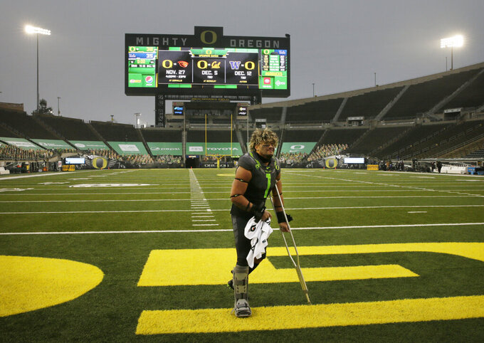 Oregon's Noah Sewell leaves the field after being injured in an NCAA college football game against UCLA, Saturday, Nov. 21, 2020, in Eugene, Ore. (AP Photo/Chris Pietsch)