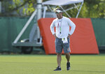 Miami Hurricanes offensive coordinator Dan Enos gives instruction to his quarterbacks during practice at the University of Miami Greentree Practice Field in Coral Gables on Thursday, August 8, 2019.(David Santiago/Miami Herald via AP)