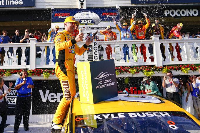 In the clutch: Kyle Busch ends Hendrick win streak at Pocono
